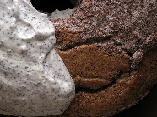 Contrast cream cake